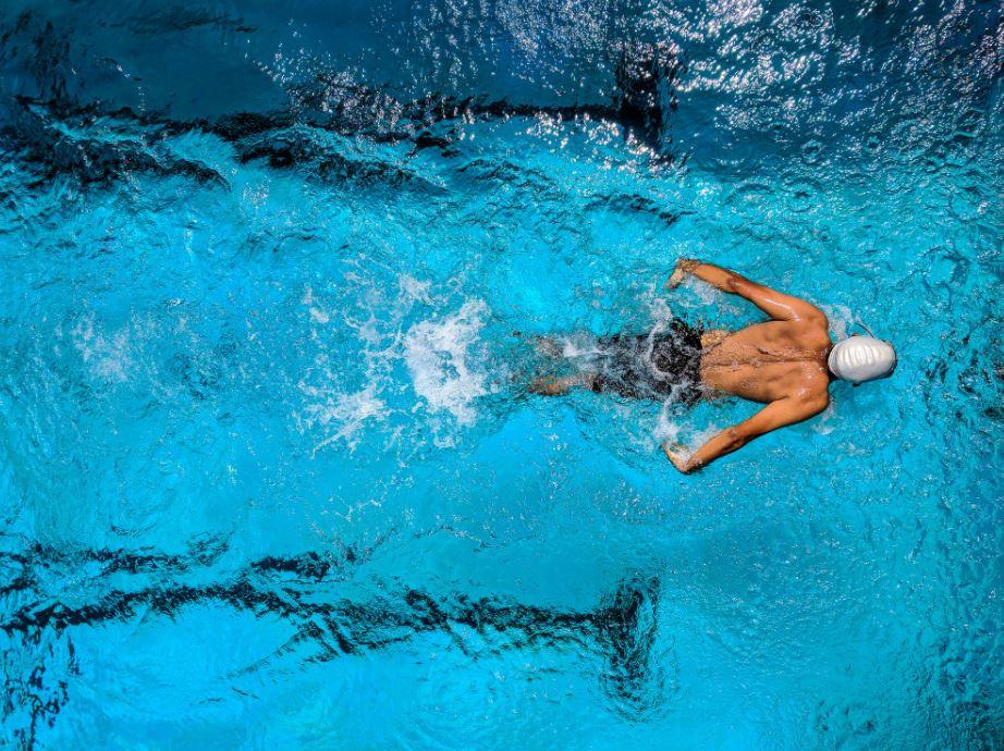 Schwimmen im eigenen Pool