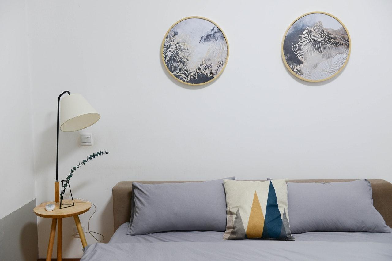 Bett und Bilder